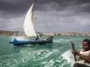 En pirogue sur le canal du Mozambique